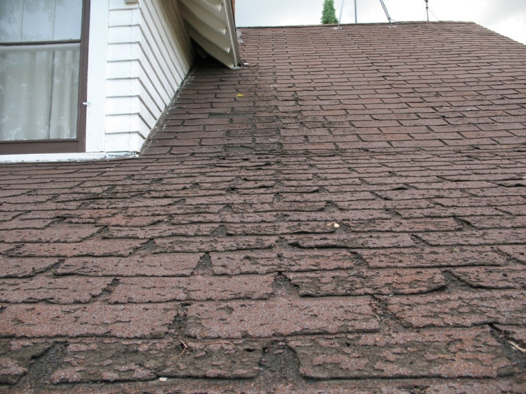 Faster_wear_of_asphalt_shingles_along_eaves